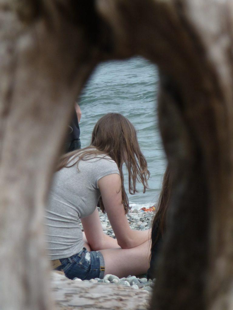 Il voyeurismo consiste nell´eccitarsi assistendo a rapporti sessuali di altri, dal vivo o online.